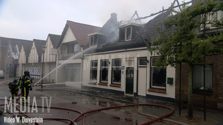 Grote brand in Cafe De Herberg Langestraat 's-Gravendeel (video)
