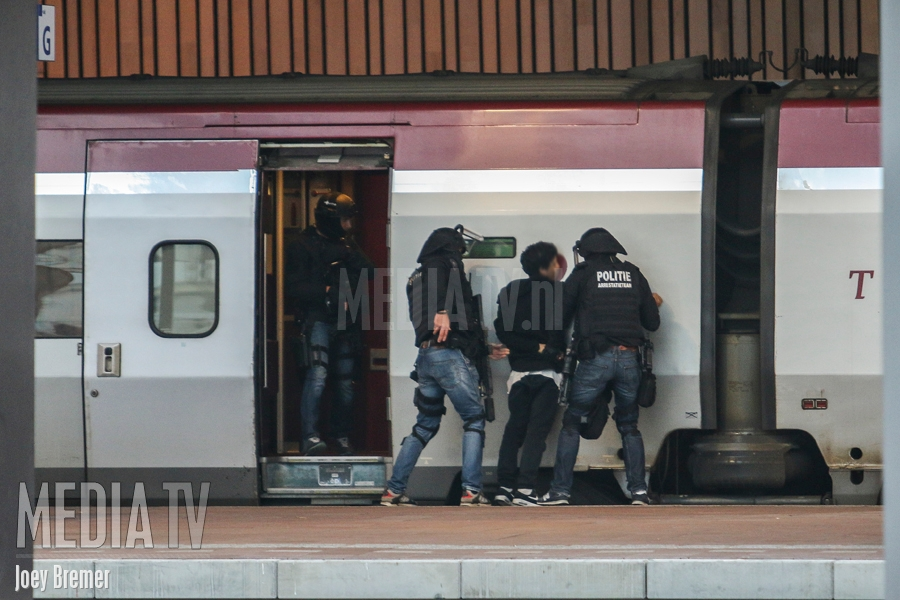 Centraal Station Rotterdam ontruimd vanwege verdacht persoon in Thalys (video)
