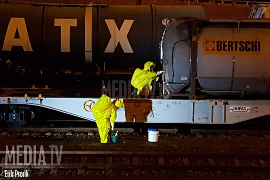 Incidentbestrijdingsteam ProRail ingezet bij lekkende tankwagon in de Botlek (video)